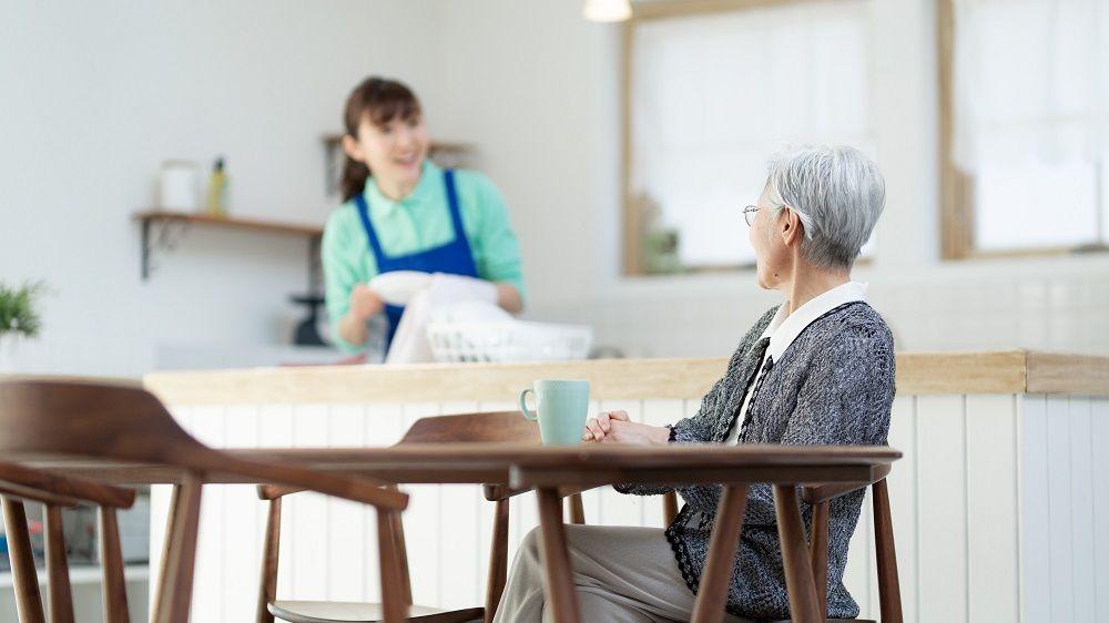 庭の手入れ、風呂場の掃除…プロの手をうまく借りる、75歳の暮らし〈ルポ・代行サービスを試したら〉