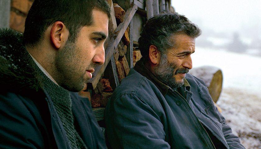 【cinema】競馬好きで借金を重ねる父、小説家の夢を捨てきれない息子