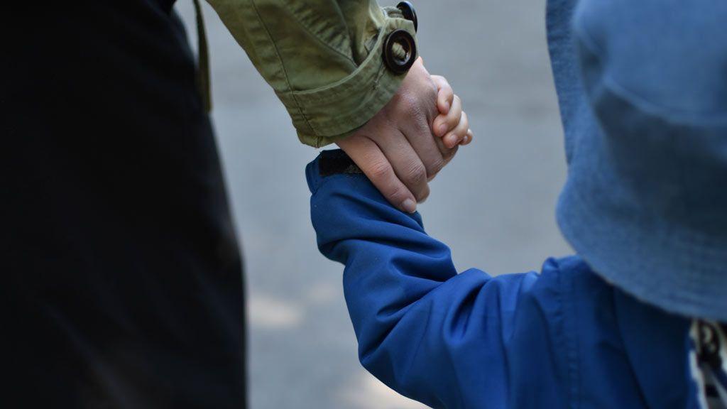 「虐待を防ぐために…」精神疾患や依存症を抱えた親の子育て。どうサポートする?