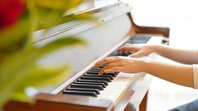 音楽教師の夢半ばで娘はこの世を去った。救いを求めて、恐山のイタコを訪ねたが…