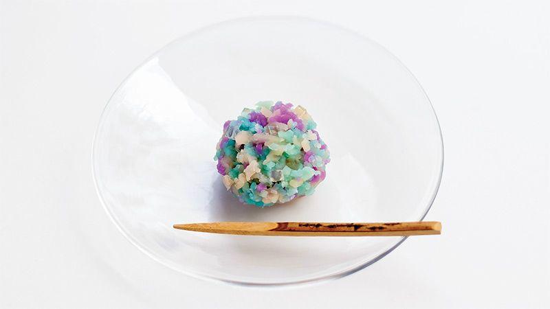 紫陽花をきんとんの姿に写して 〜俵屋吉富烏丸店「紫陽花きんとん」