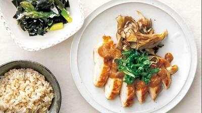 【レシピ】「鶏肉の味噌照り焼き」には「アスパラとわかめの甘酒酢和え」〈更年期以降の女性のための2品献立〉