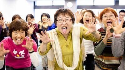 【ルポ】全国で「ハハハ!」「ホホホ!」《笑いヨガ》でうつも夫婦仲も改善して(動画あり)