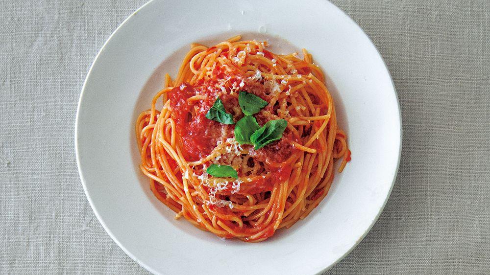 【レシピ】お湯は不要!フライパンパスタの秘ワザ。まずは「基本のシンプルトマトソース」から