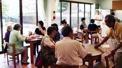 190戸中70戸が60歳以上の一人住まい。「団地コミュニティカフェ」が行う関係作り〈ルポ・独居に希望3〉